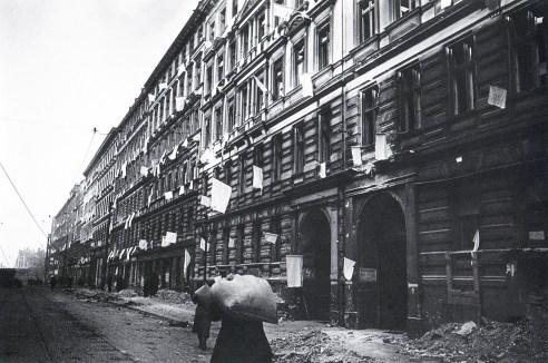 Знаменитый фотограф. «Была коптилка да свеча — теперь лампа Ильича». 95 лет назад. 98