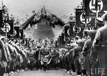 Беги Вася, беги! Размышления на тему как жить дальше... Лени Рифеншталь - любимый режиссёр и любимая женщина Адольфа Гитлера 11