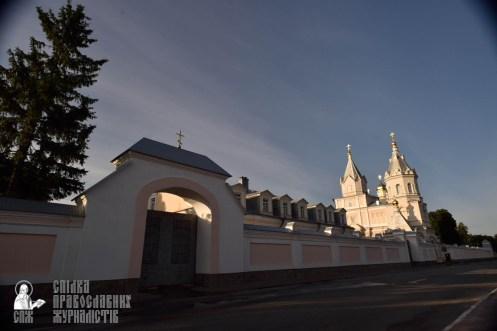 easter_procession_ukraine_pochaev_0001