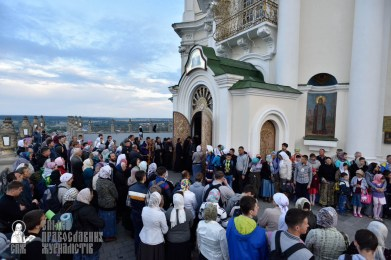 easter_procession_ukraine_pochaev_0018