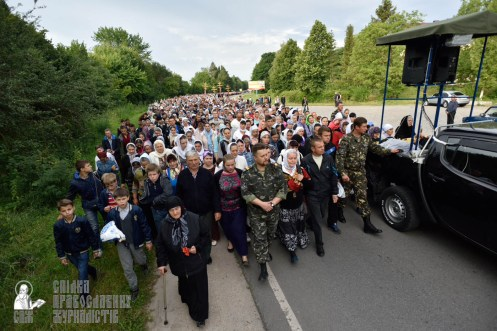 easter_procession_ukraine_pochaev_0185