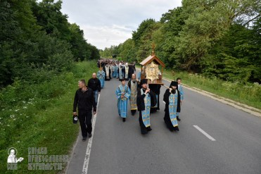 easter_procession_ukraine_pochaev_0195