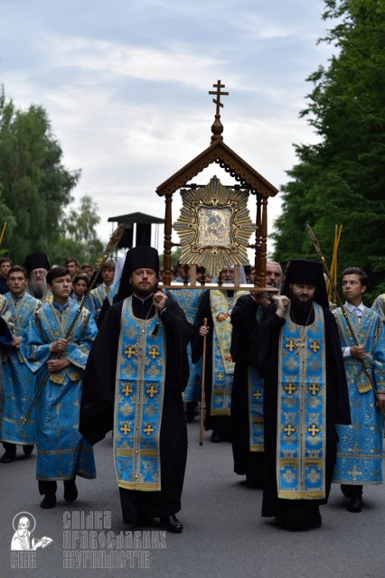 easter_procession_ukraine_pochaev_0209