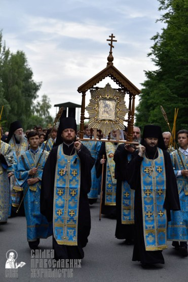 easter_procession_ukraine_pochaev_0210