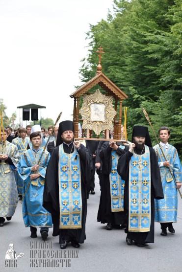 easter_procession_ukraine_pochaev_0211