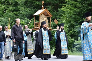easter_procession_ukraine_pochaev_0213