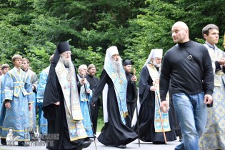easter_procession_ukraine_pochaev_0214
