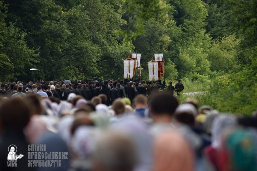 easter_procession_ukraine_pochaev_0315