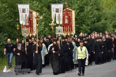 easter_procession_ukraine_pochaev_0317