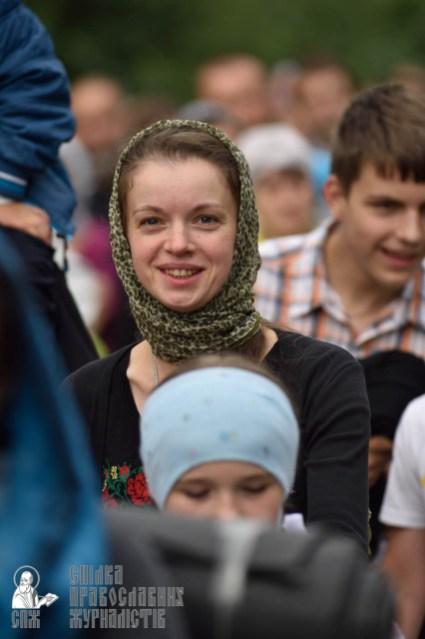 easter_procession_ukraine_pochaev_0328