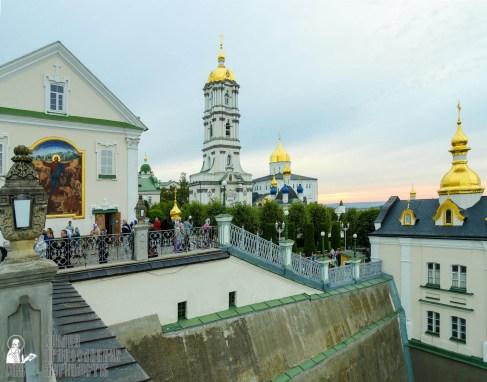 easter_procession_ukraine_pochaev_sr_0011