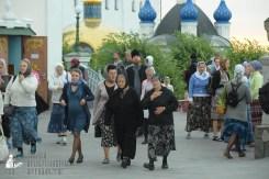 easter_procession_ukraine_pochaev_sr_0015