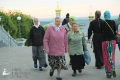 easter_procession_ukraine_pochaev_sr_0016