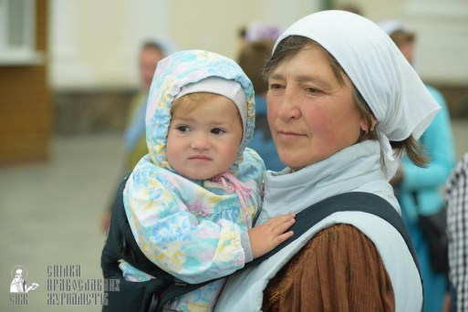 easter_procession_ukraine_pochaev_sr_0032