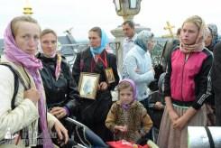 easter_procession_ukraine_pochaev_sr_0054