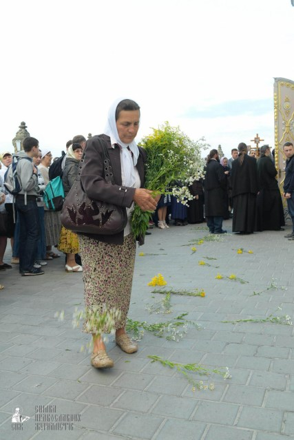 easter_procession_ukraine_pochaev_sr_0058