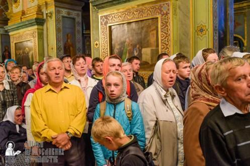 easter_procession_ukraine_pochaev_sr_0069