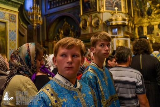 easter_procession_ukraine_pochaev_sr_0078