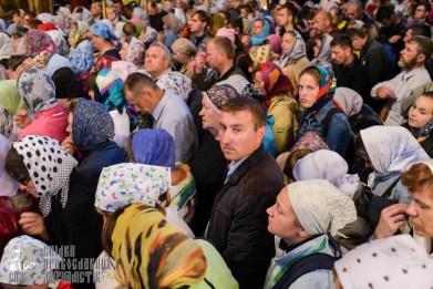 easter_procession_ukraine_pochaev_sr_0087