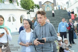 easter_procession_ukraine_pochaev_sr_0102