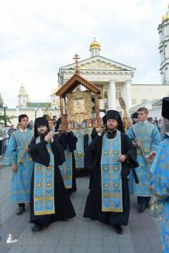 easter_procession_ukraine_pochaev_sr_0108