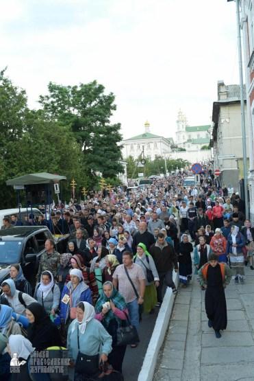 easter_procession_ukraine_pochaev_sr_0114