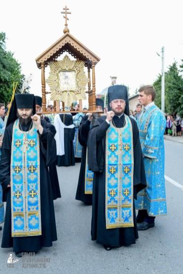 easter_procession_ukraine_pochaev_sr_0122