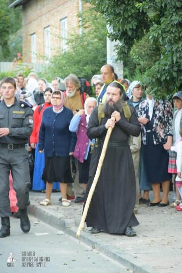 easter_procession_ukraine_pochaev_sr_0123
