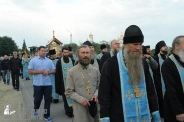 easter_procession_ukraine_pochaev_sr_0147