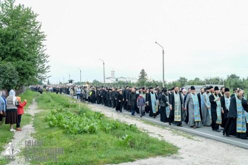 easter_procession_ukraine_pochaev_sr_0159