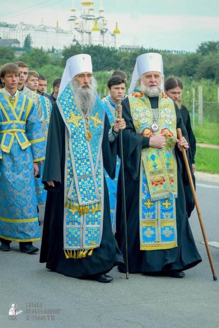 easter_procession_ukraine_pochaev_sr_0165