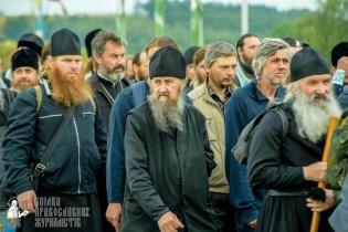 easter_procession_ukraine_pochaev_sr_0168