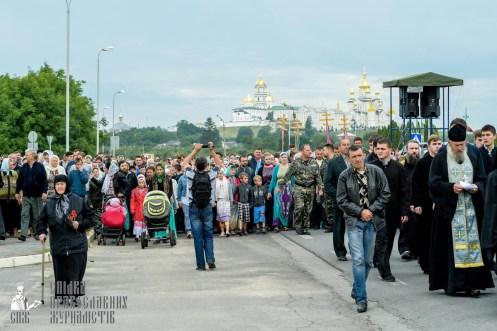 easter_procession_ukraine_pochaev_sr_0177