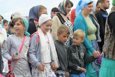 easter_procession_ukraine_pochaev_sr_0183