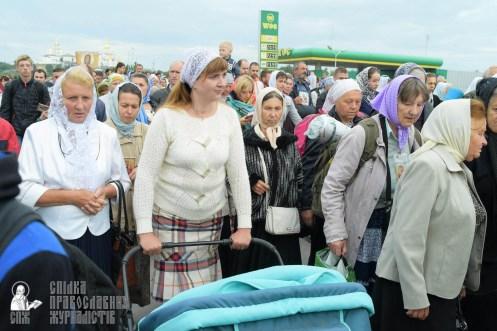 easter_procession_ukraine_pochaev_sr_0188