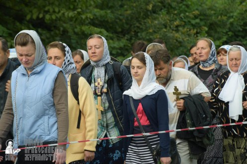 easter_procession_ukraine_pochaev_sr_0213