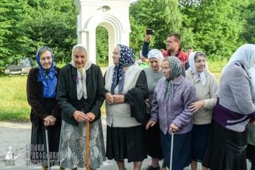 easter_procession_ukraine_pochaev_sr_0244