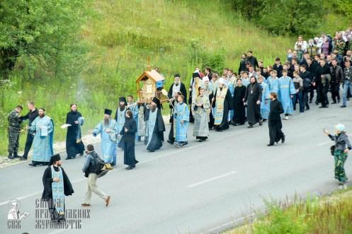 easter_procession_ukraine_pochaev_sr_0273