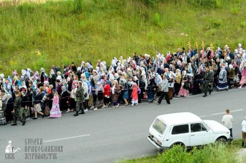 easter_procession_ukraine_pochaev_sr_0295