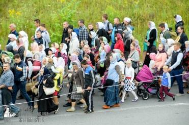 easter_procession_ukraine_pochaev_sr_0309