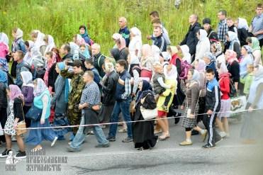 easter_procession_ukraine_pochaev_sr_0310