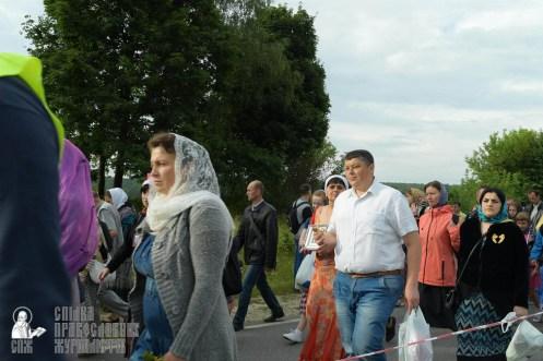 easter_procession_ukraine_pochaev_sr_0335