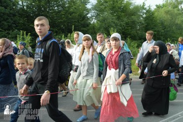 easter_procession_ukraine_pochaev_sr_0355