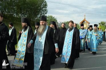 easter_procession_ukraine_pochaev_sr_0410