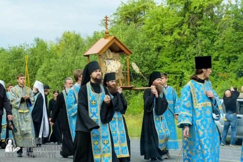 easter_procession_ukraine_pochaev_sr_0469