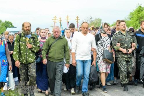 easter_procession_ukraine_pochaev_sr_0480