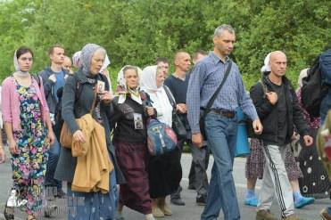 easter_procession_ukraine_pochaev_sr_0525