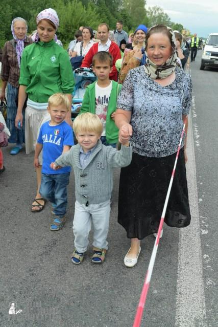 easter_procession_ukraine_pochaev_sr_0557