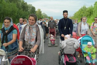 easter_procession_ukraine_pochaev_sr_0652