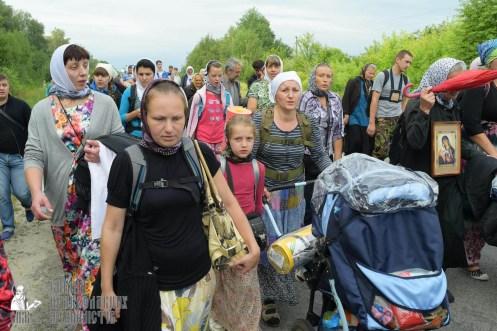 easter_procession_ukraine_pochaev_sr_0670